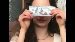 Жесть! Девушка съела 100 долларов