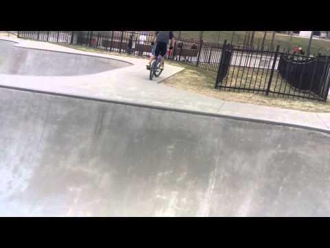 BMXLCCA 1 Luke jumps deep