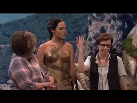 Gal Gadot made out with Kate Mckinnon