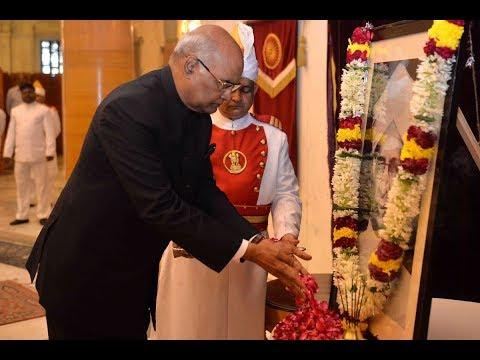 President Kovind paying floral tributes to Dr. S Radhakrishnan on his Birth Anniversary