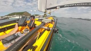 Kayak à la voile et au moteur sous les ponts de Noumea