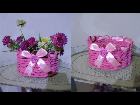 DIY PAPER WOVEN BASKET/HOW TO WAVE NEWSPAPER BASKET FOR FLOWERS /NEW BASKET WITH BEAUTIFULEDGE