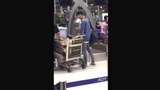 Video 150216 [Fancam] Bang yongguk @Suvarnabhumi airport Thailand 2 download MP3, 3GP, MP4, WEBM, AVI, FLV Juni 2018