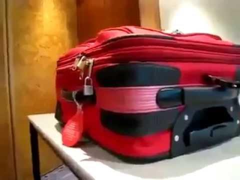 Как открыть чемодан с замочком на молнии