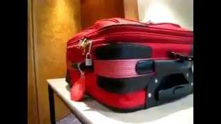 Как открыть чемодан с замочком на молнии(, 2014-04-11T15:35:27.000Z)
