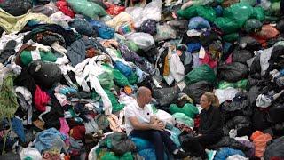 איך הבגדים המשומשים שלנו הופכים להרי זבל באפריקה?