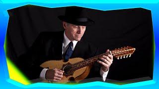 How to play the Puerto Rican Cuatro (Cómo tocar el cuatro puertorriqueño)