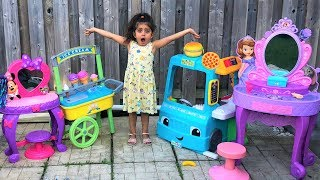 Sally Pretend Play selling Disney Princess Makeup Toys and ice cream at Supermarket