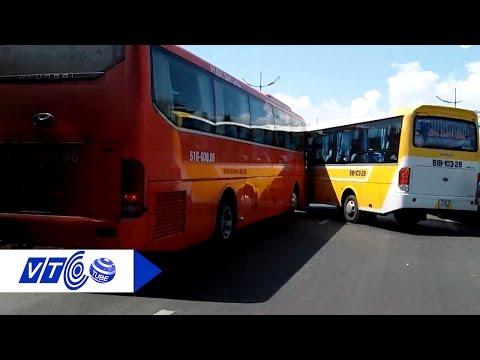 2 xe khách rượt đuổi như phim hành động | VTC