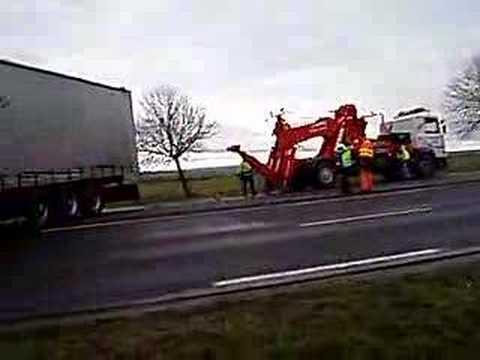 accident camion en travers de la route youtube. Black Bedroom Furniture Sets. Home Design Ideas