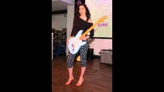 Amy Winehouse Half Time karaoke
