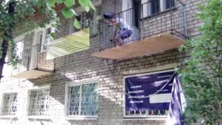 видео Ремонт парапета балкона своими руками, выбор материалов для перил