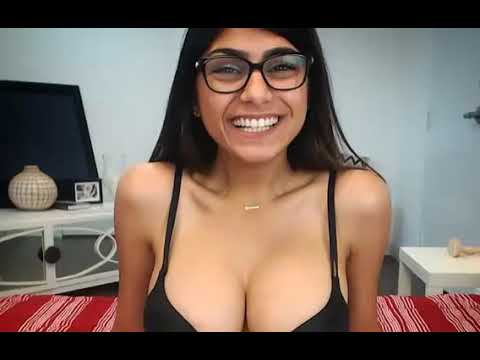Porn Star Mia Khalifa Says Drake Tried And Failed To Pick Her Up On Instagram
