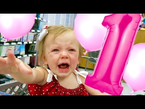 BABY SCARED BY BALLOONS!