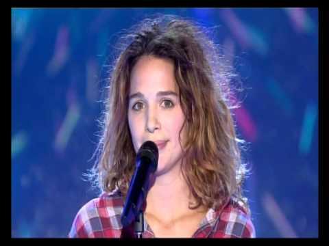 Aylin Prandi interprète L'Italiana dans Vivement Dimanche