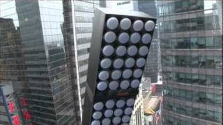"The numeral ""1"" arrives and is installed in Times Square"