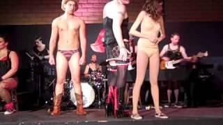 Download Video Tranny Sex Show!!?! MP3 3GP MP4