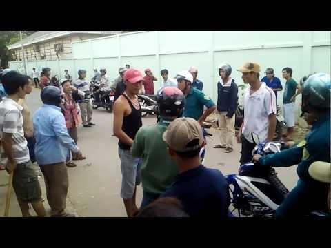 Người dân và công nhân  Bình Dương ngăn cản côn đồ gây bạo động