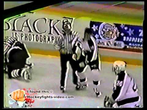 9192 Jason Clarke vs Bryan Gendron Niagara Falls Thunder vs Peterborough Petes OHL