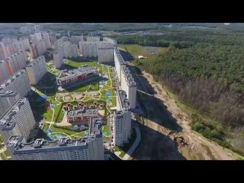 Фонтан на центральной площади город Московский
