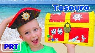 Tesouros de piratas de brinquedo encontrados por crianças de Vlad e Nikita