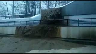 Смотреть видео В Москве затопило Тушинский тоннель из-за провала грунта в шлюзе онлайн