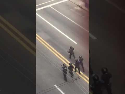 los choques entre hinchas de penarol y la policia en cuatro videos