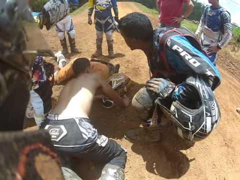 Acidente Com Lucas Paes Na Pista De Motocross Cassio's Racing - 24/02/13