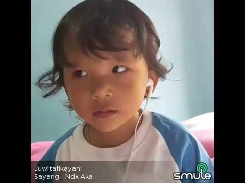 Cantika bocah lucu pinter nyanyi lagu jawa sayang opo koe krungu .