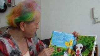 「よい子に読み聞かせ隊」隊長の志茂田景樹による絵本読み聞かせ劇場第8回目、「こうしのぼうけん」です。 近眼のこうしさんは柵の外へ出たいと思いましたが、目がよく見え ...