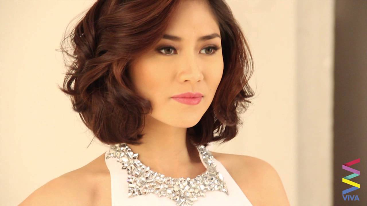 Sarah G Proud With Her Short Hair!