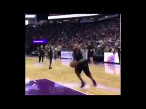 2017.10.16 - Vince Carter 360 dunk At 40 Years Old during warm ups