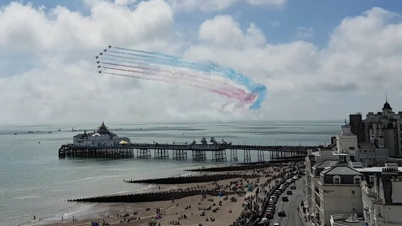 Eastbourne Air Show >> RED ARROWS AIRBOURNE EASTBOURNE 2016!!! - YouTube