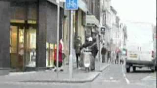 Крутая бабка спасла магазин  от грабителей