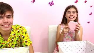 Nastya và Artem đã tổ chức một thử thách sô cô la