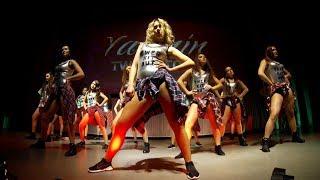 Rihanna, Beyonce, Nicki Minaj show by TwerKitOut girls