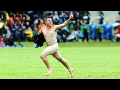 Cleveland streaker's amazingly avoids Detroit Lions and Cleveland Browns