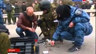 Беркут разоружает боевиков на въезде в Крым 6 март 2014