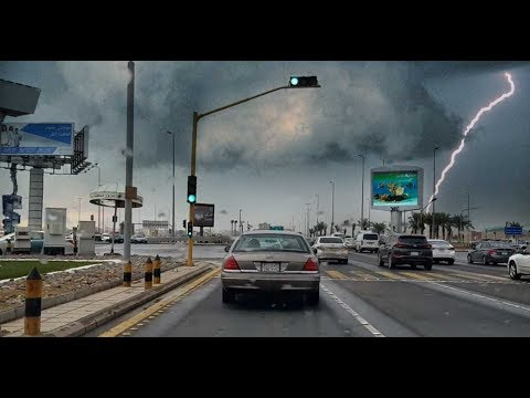 Beautiful Jeddah Weather, Light Rain and Busy Traffic