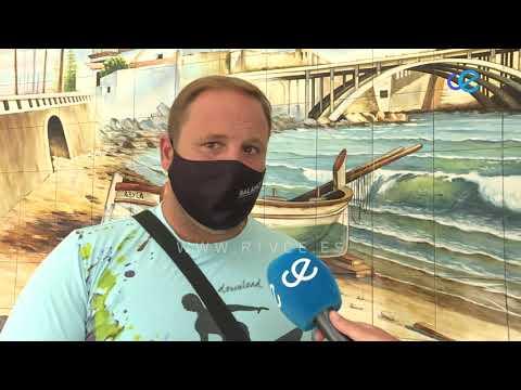El Club Natación Caballa estrena piscina flotante en la playa de la Ribera