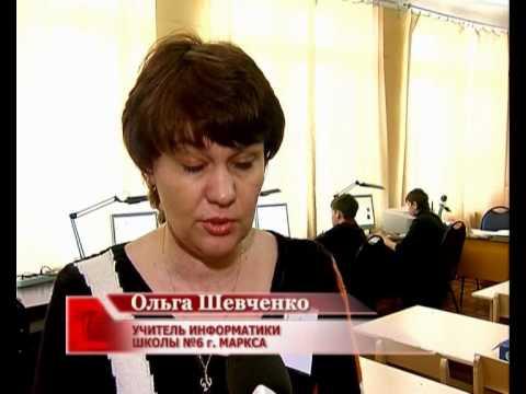 Русская молодая брюнетка заставляет сына дрочить
