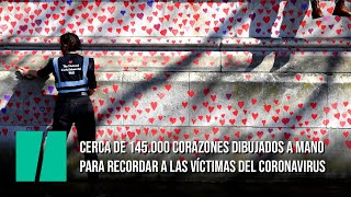 Cerca de 145.000 corazones dibujados a mano para recordar a las víctimas del coronavirus
