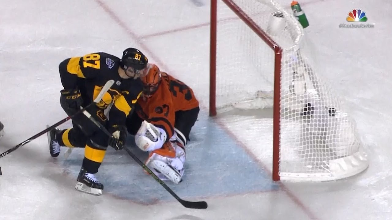 best loved cea43 c08b4 Sidney Crosby dazzles to open the scoring in Stadium Series