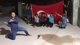 Турки разбивают Айфоны в знак протеста против США
