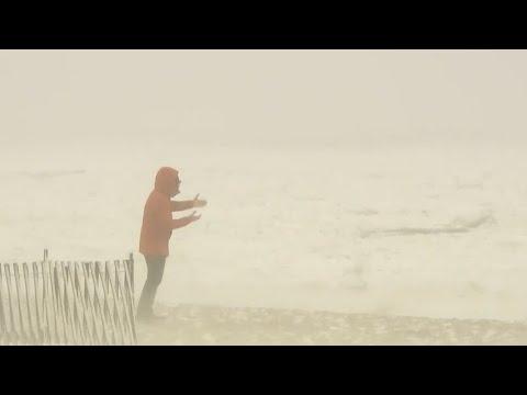 Massive winter storm freezes Delaware Bay