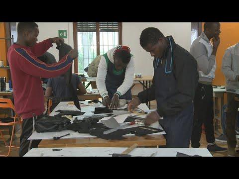 فرانس 24:Video: Italy helps integrate asylum seekers through training schemes