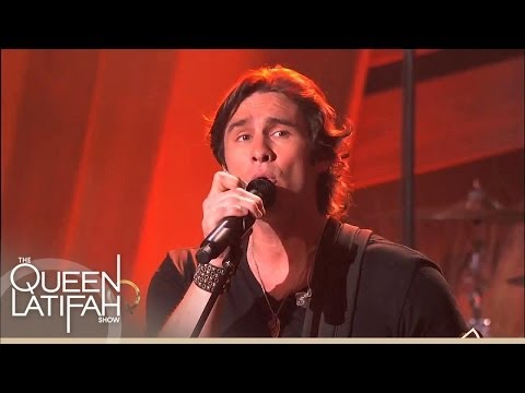"Joe Nichols Performs ""Yeah"""