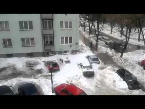 Снежная лавина с крыши