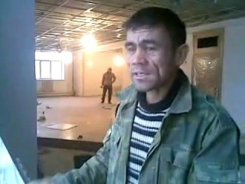 Duniya hai dilwalon ki - A man from Tajikistan singing a hindi song & so well...