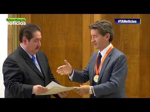 Luis Pérez Gutiérrez fue premiado como mejor gobernador del país